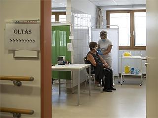Elhunyt 3 beteg, találtak 345 új korona-fertőzöttet