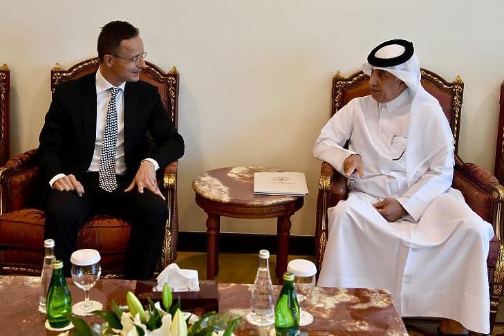 Szijjártó Péter külgazdasági és külügyminiszter és Szultan bin Szad al-Murajki katari külügyi államminiszter találkozója Dohában (Fotó: MTI/KKM/Mitko Sztojcsev)
