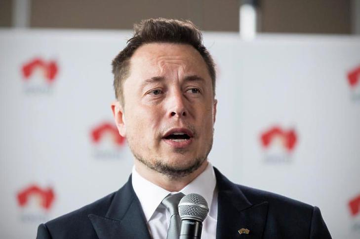 Elon Musk ma már örülhet, hogy annak idején nem kellett a Telsa az Apple-nek (Fotó: MTI/EPA/Ben MacMahon)