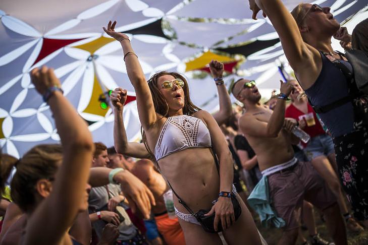 Az elmúlt években így táncoltak a fesztiválózók a Balaton Soundon (MTI Fotó - Bodnár Boglárka)