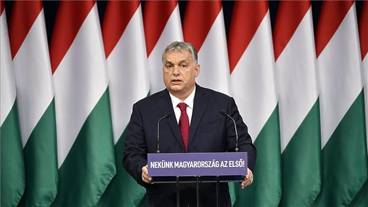 Orbán Viktor évértékelő beszédet mond (Fotó: MTI)