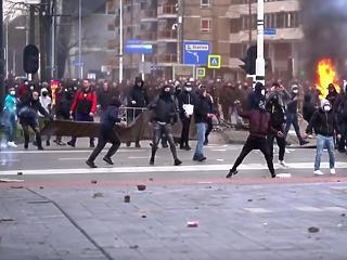 Karantén: a külföld forrong, Magyarország hallgat