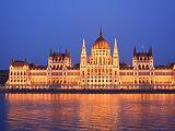 Ma elhajítják a politikai bombát a parlamentben