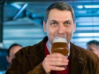 Lázár azt szeretné, ha a Heineken megegyezne a Csíki Sörrel