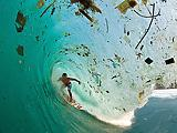 Lerakódik a parti sziklákra a tengeri műanyag