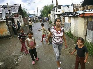 Több mint 200 évbe telne Magyarországon, míg egy szegény család fel tudna kapaszkodni