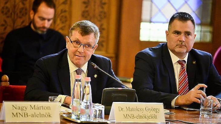 Matolcsy György beszél a gazdasági bizottság meghallgatásán, pár nappal második MNB-elnöki ciklusa megkezdése előtt. (Fotó: MTI)