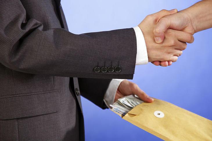 A sajtó gyakran emleget korrupciót egyes közbeszerzési ügyek kapcsán (Fotó: depositphotos.com)