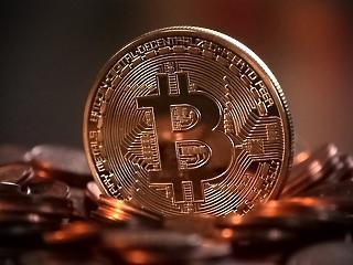 A hét témái: bitcoin-árrobbanás, árupiaci őrület, osztrák munkavállalás