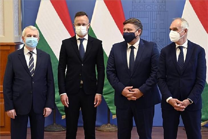 A török Sisecam 73 milliárjából 12,5-et áll a magyar állam (Fotó: MTI , Kovács Tamás)