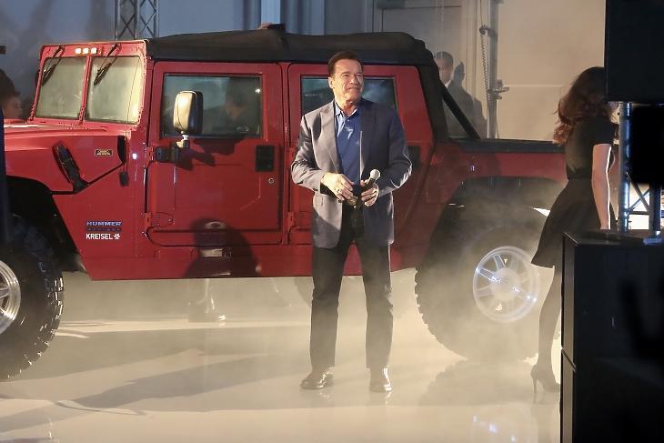 Arnold Schwarzenegger korábbi kaliforniai kormányzó Hummerjével, amit teljesen elektromossá alakított az osztrák Kreisel Electric. Fotó: SPÖ/Zach-Kiesling