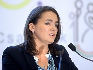 A kormány logikája alapján Novák Katalin eldöntött dolgot kérdez