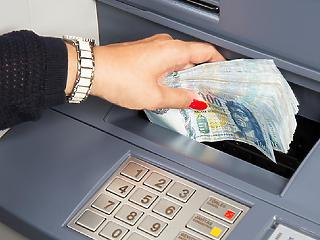 30 tonna készpénzt gyömöszöltünk be az okos ATM-ekbe tavaly