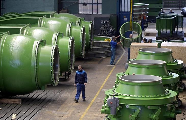 Atomerőművekbe való szivattyúkat gyártanak a Ganz üzemében. (Fotó: MTI/Beliczay László)