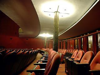 A kamuszínházakat büntette volna a kormány, helyette másokat tart most bizonytalanságban