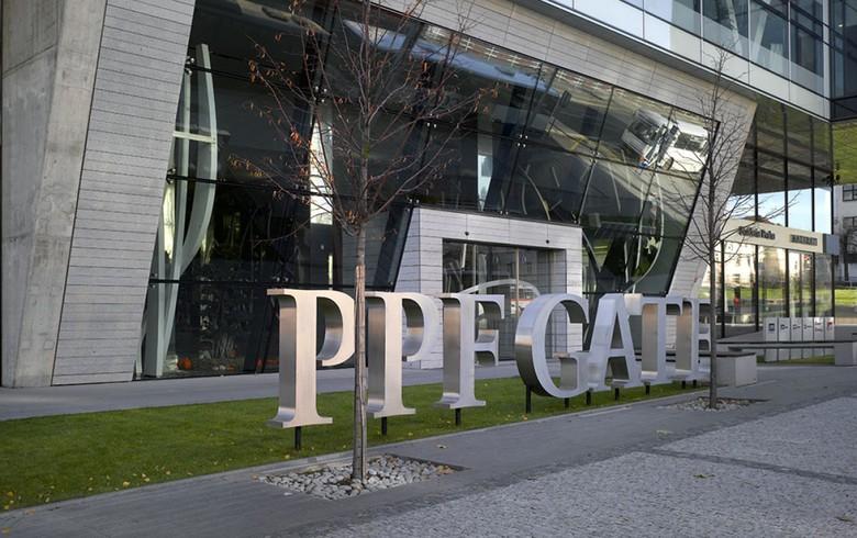 A PPF-csoport központjának kapuja. (forrás: Studio Najbrt)