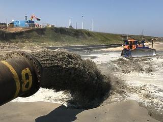 Hatalmas homokdűnéket építenek a partra Kelet-Angliában, hogy kivédjék a tengerszint-emelkedést