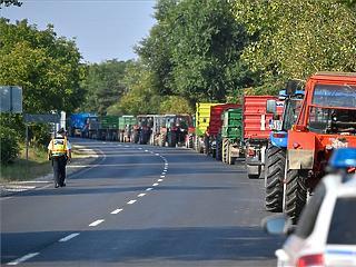 Egyszerre két helyen tüntetnek az almatermelők Szabolcsban