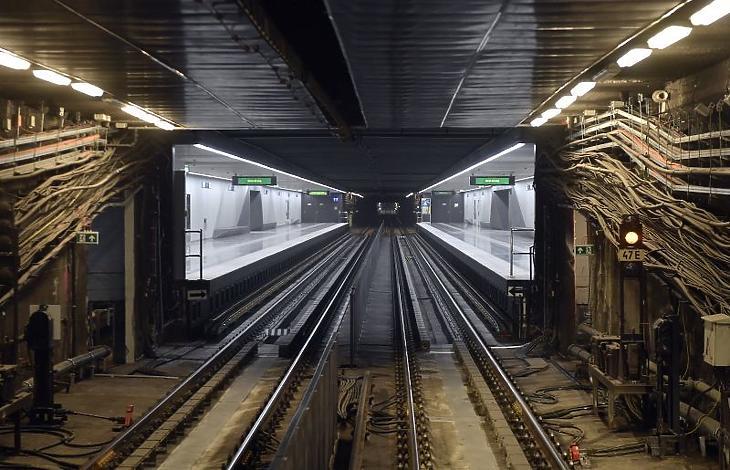 A megújult Ecseri úti állomás a 3-as metróvonal felújított déli, a Nagyvárad tér és Kőbánya-Kispest közötti szakaszának átadásán (Fotó: MTI/Máthé Zoltán)