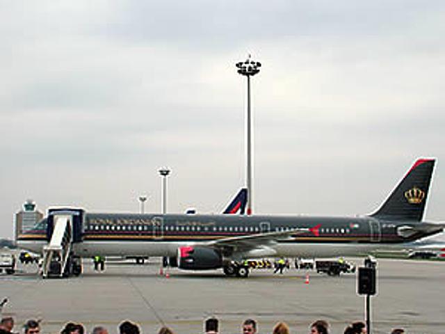 A Royal Jordanian gépe is megérkezett