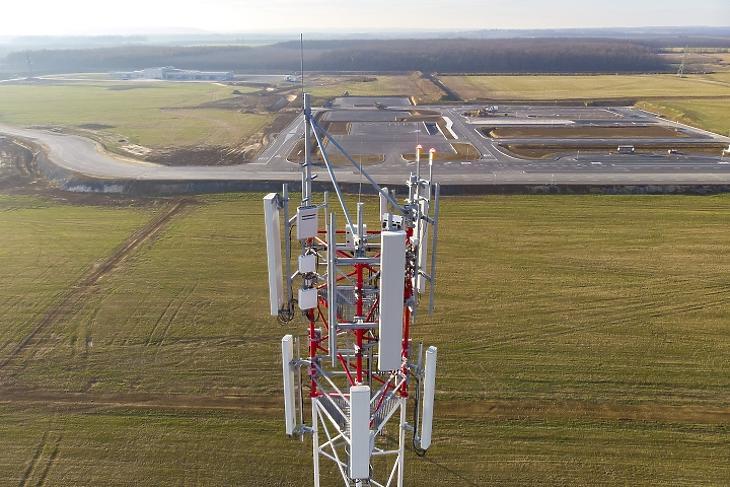5G mobilszolgáltatást biztosító adótorony Zalaegerszegen. Fotó: MTI/Varga György