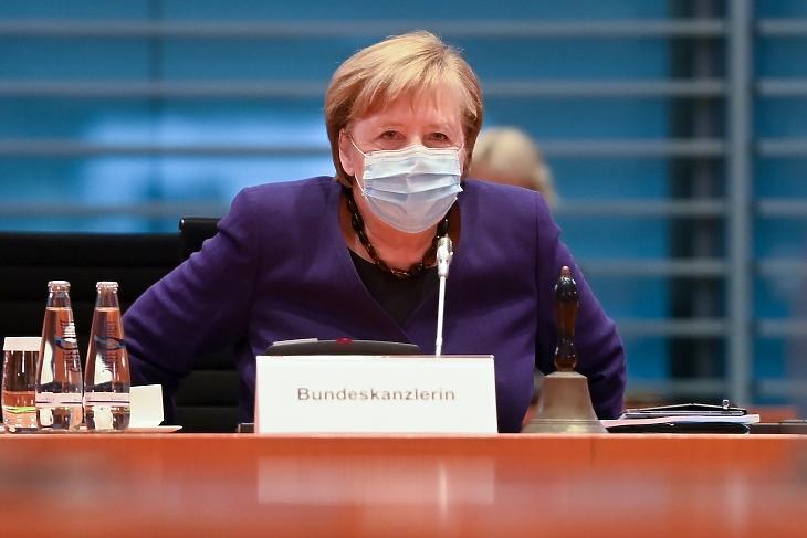 Angela Merkel német kancellár a kabinet heti munkaülésén a berlini kancellári hivatalban 2020. december 2-án. MTI/EPA/Pool/Filip Singer