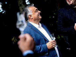 """Orbán Viktor magát dícsérte a """"szabad pálinkafőzés"""" évfordulóján"""