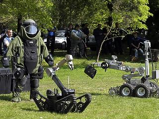 Hamarosan robot-határőröket vethet be a kormány a nem nagyon érkező migránsok ellen